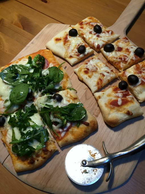 Veggie pizzas - Make-Your-Own Pizza Night - thediybungalow.com