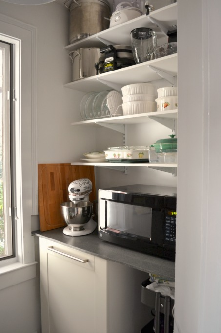 Cabinet counter and shelves in pantry - thediybungalow.com