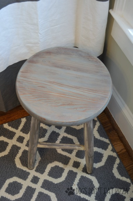 Close up of stained top of farmhouse stool - thediybungalow.com