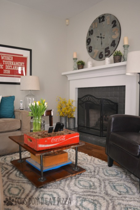 Family room dressed for spring - spring decorating - thediybungalow.com