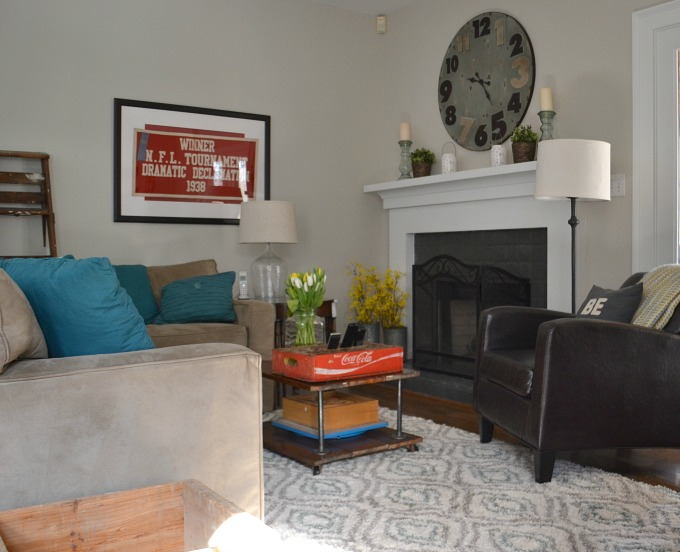 Family room spring colors - spring decorating - thediybungalow.com