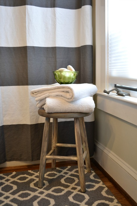 Farmhouse stool for towels and soaps in guest bath - thediybungalow.com