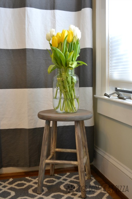 Farmhouse stool - thrift store challenge - thediybungalow.com