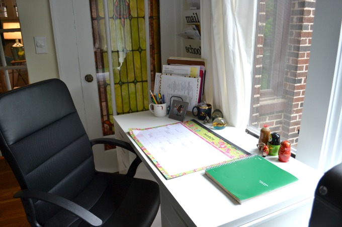 A clean desk is a happy desk - organized home office - thediybungalow.com