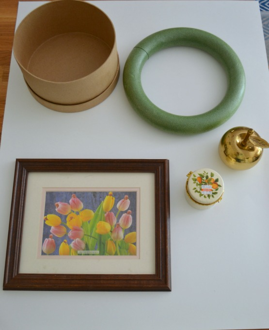 Cardboard hatbox, wreath form, picture frame, apple, jar - Swap It Like It's Hot - thediybungalow.com