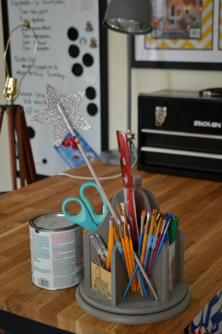 Everyone needs a magic wand - organized home office - thediybungalow.com