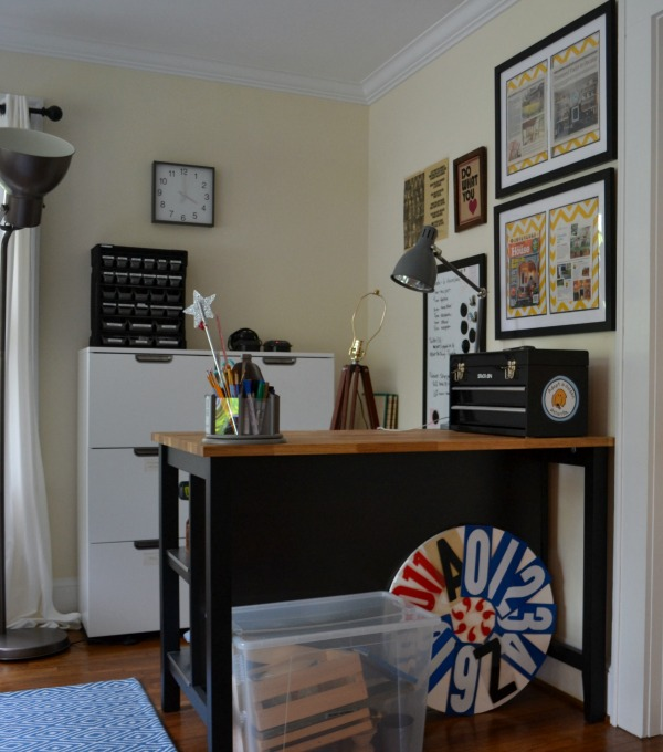 Work table - organized home office - thediybungalow.com