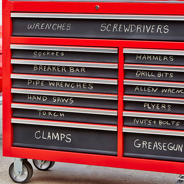 Chalkboard paint to label tool box - tool storage shed inspiration - thediybungalow.com