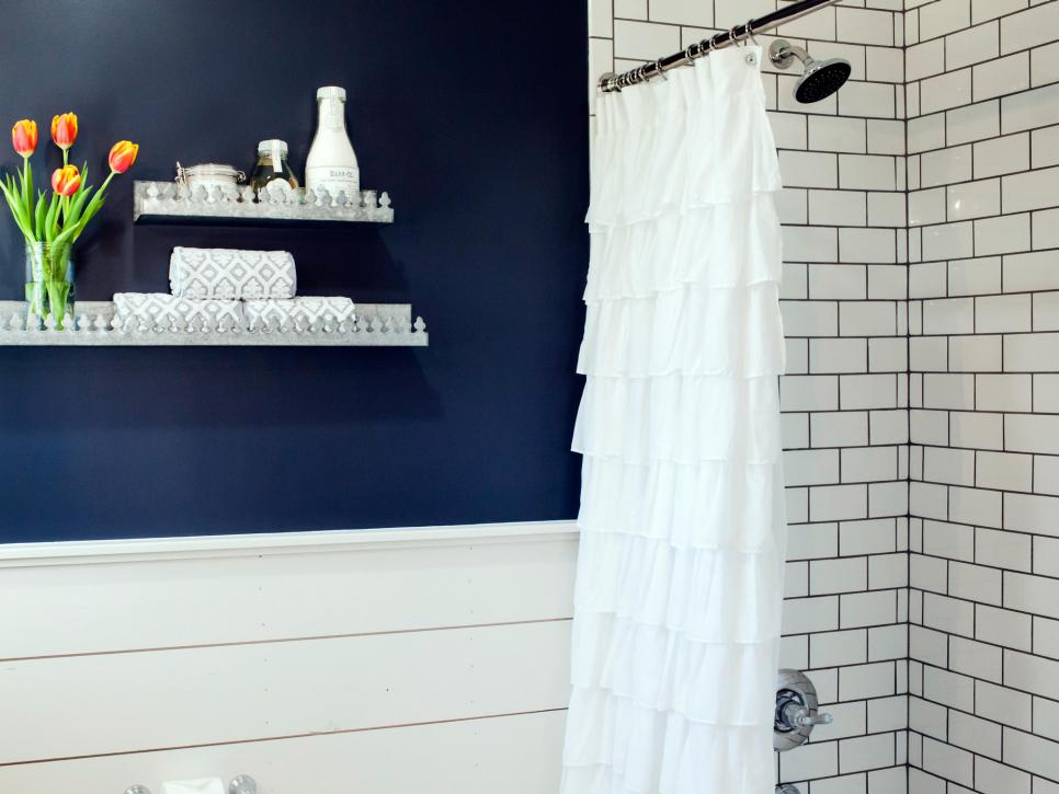 Navy blue bathroom wall - HGTV - thediybungalow.com