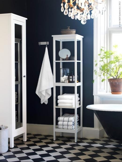 Navy blue bathroom walls - Apartment Therapy - thediybungalow.com