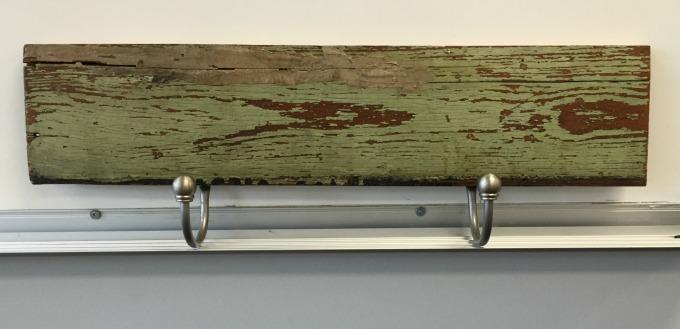 Repurposing curtain hardware - tie backs repurposed into hooks - thediybungalow.com