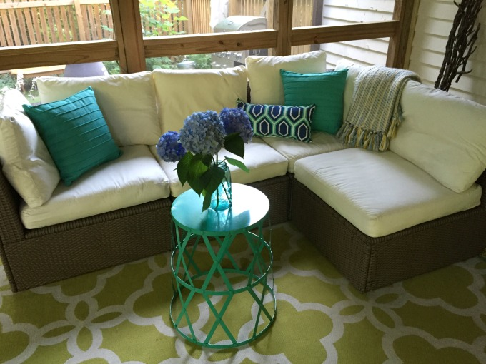 Back Porch Makeover - thediybungalow.com