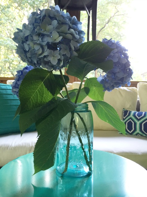 Back Porch Makeover - hydrangeas in mason jar - thediybungalow.com