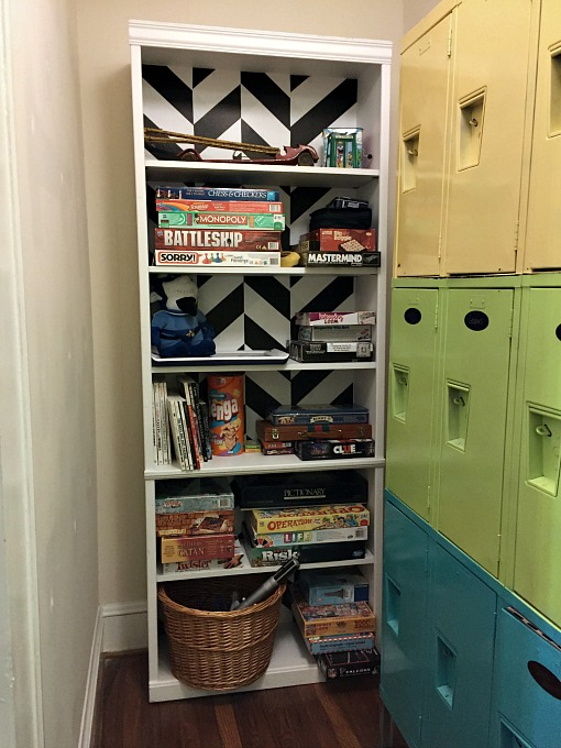 How to Dress Up a Yard Sale Bookcase - thediybungalow.com