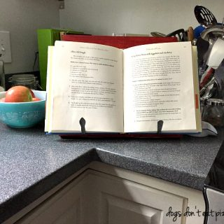 How to Build a Cookbook Stand - thediybungalow.com