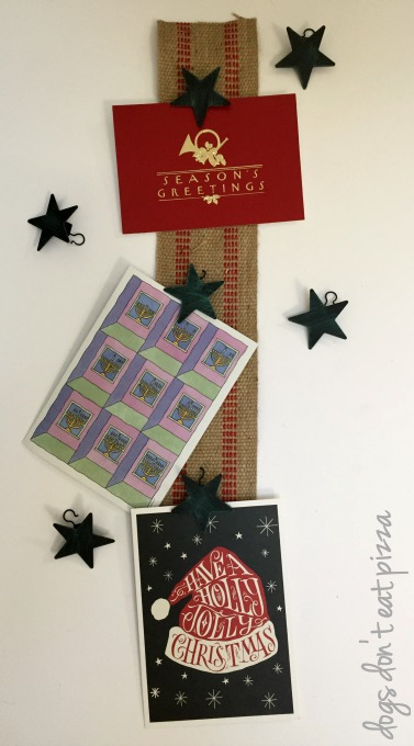 Finished holiday card holder made from curtain rings and upholstery webbing - thediybungalow.com