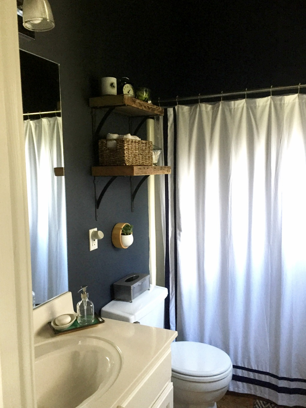 Guest bathroom makeover reveal - thediybungalow.com