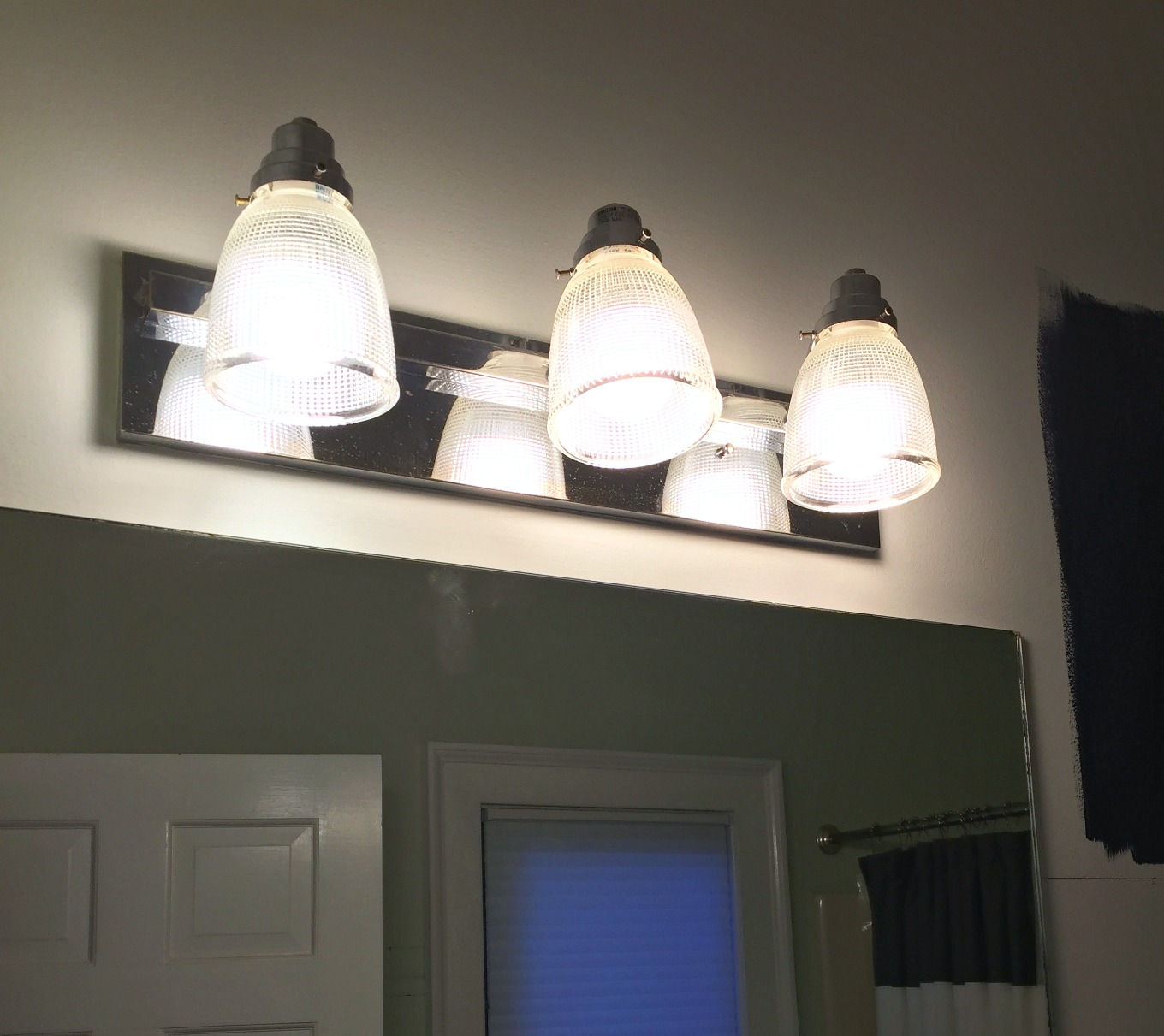 New shades on light fixture - guest bathroom makeover reveal - thediybungalow.com