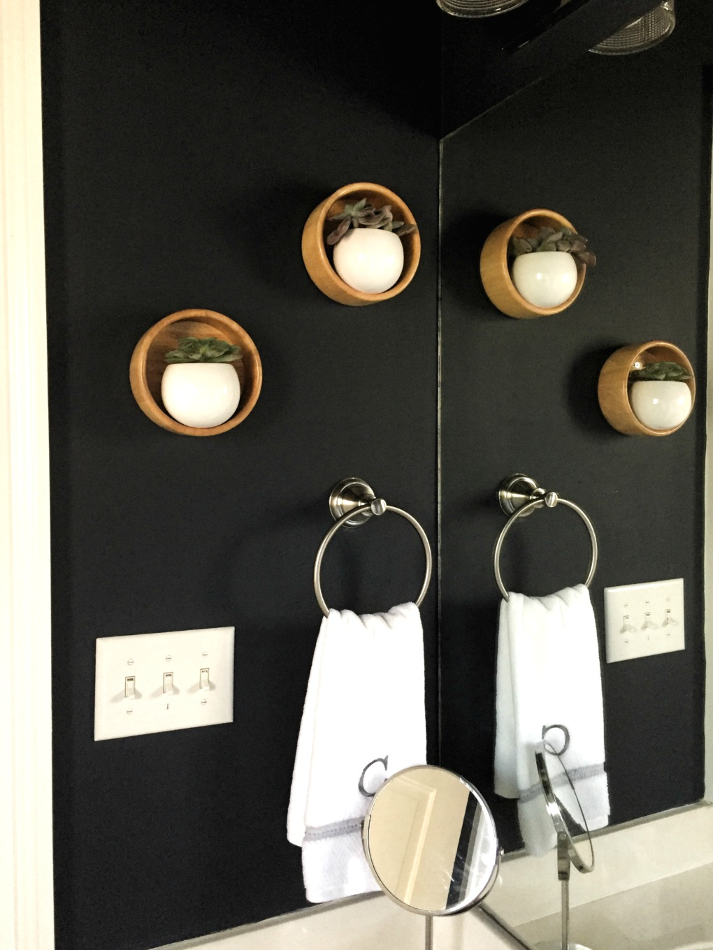 Guest bathroom makeover reveal - DIY wooden wall planters - thediybungalow.com