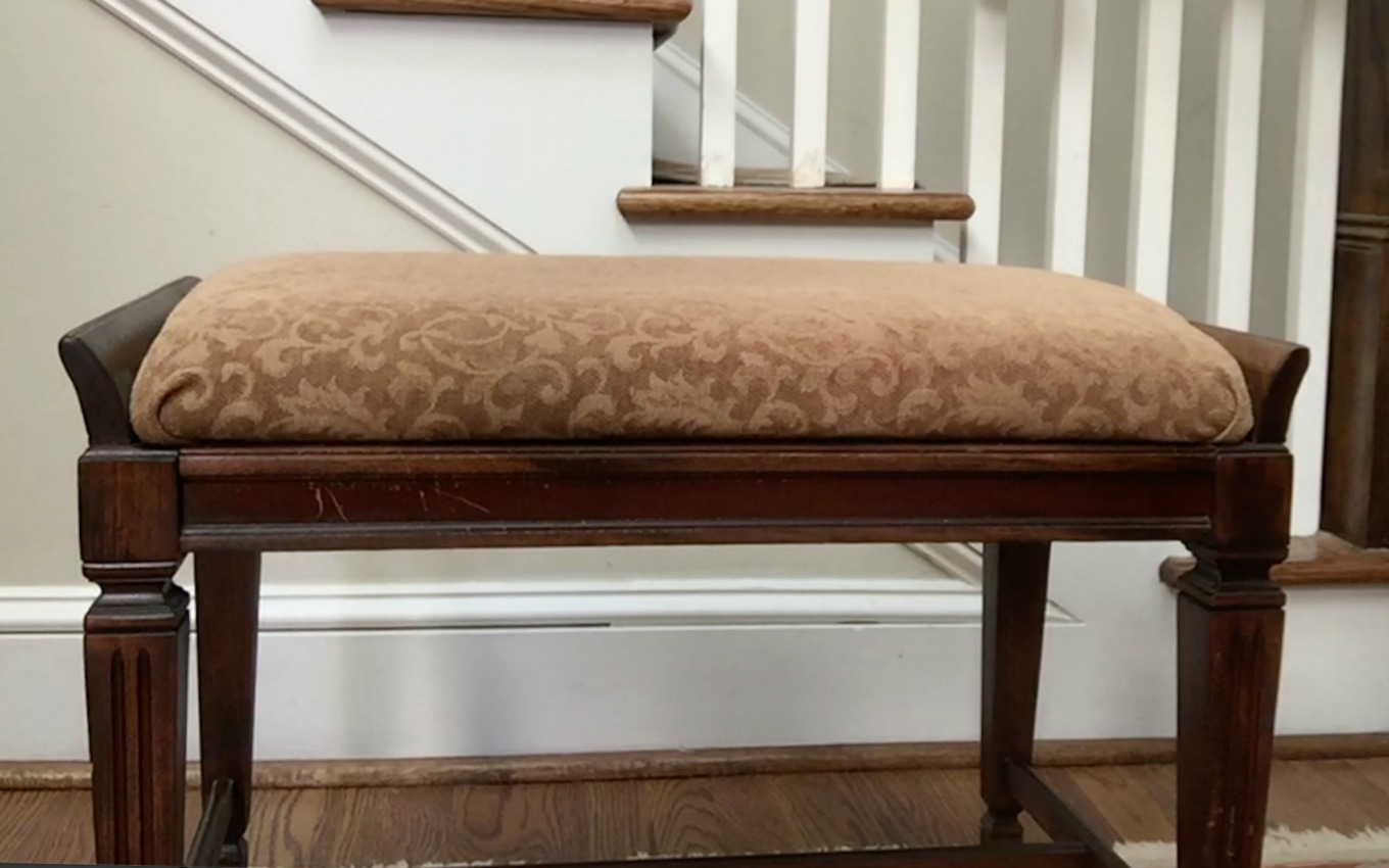 Piano bench before DIY faux fur foot stool - thediybungalow.com