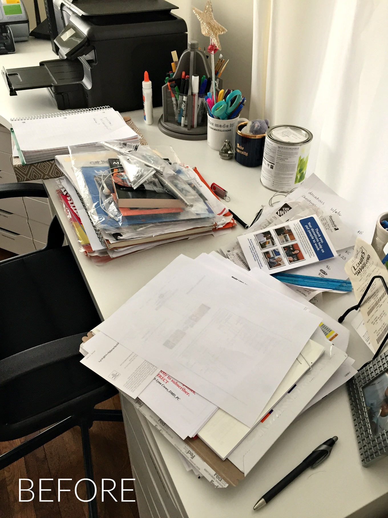 How to be clutter-free in 2017 by organizing your desk - before picture - thediybungalow.com