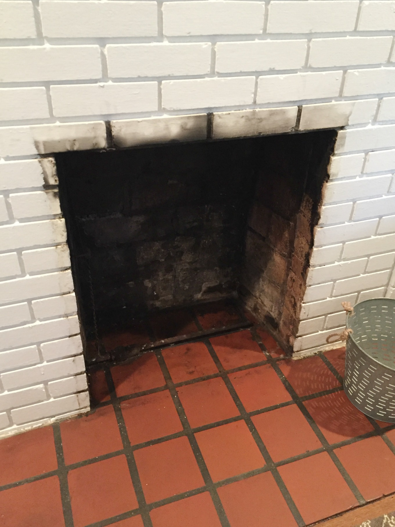 How to clean a fireplace firebox cleaning soot off brick - thediybungalow.com