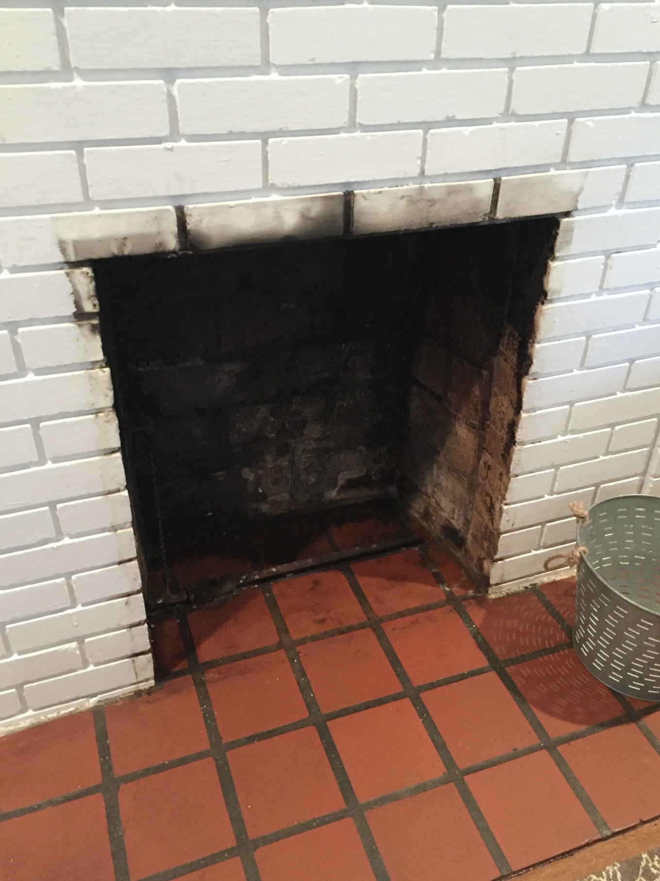 Sooty fireplace in need of fireplace makeover - thediybungalow.com