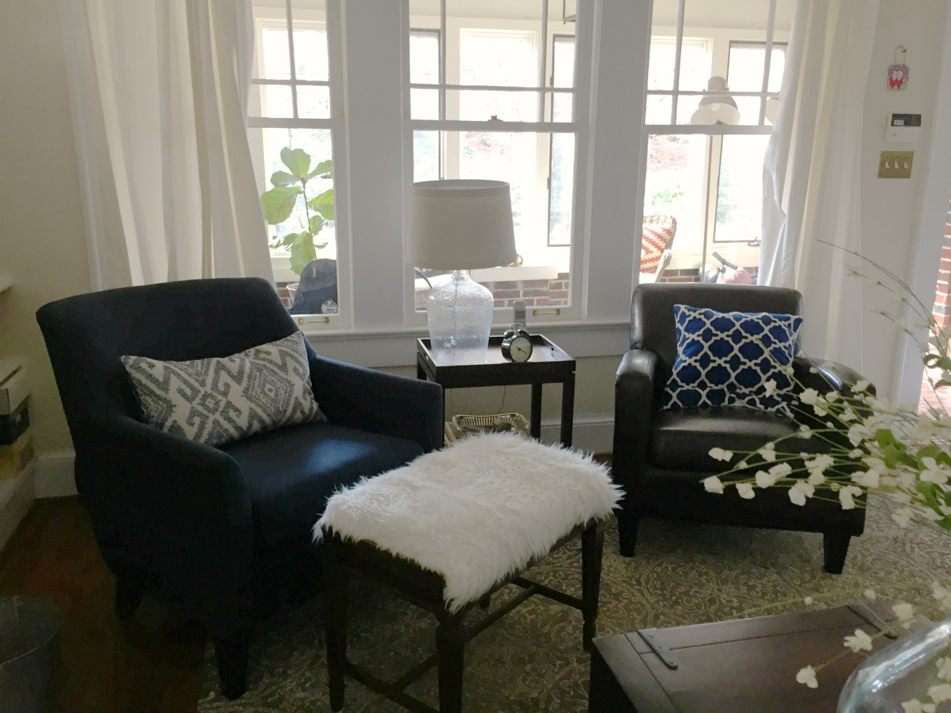 Living room transformation for spring - thediybungalow.com