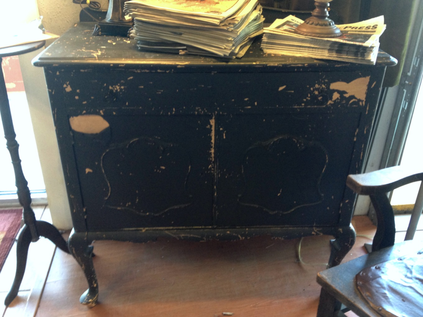 Vintage chest at consignment store - thediybungalow.com