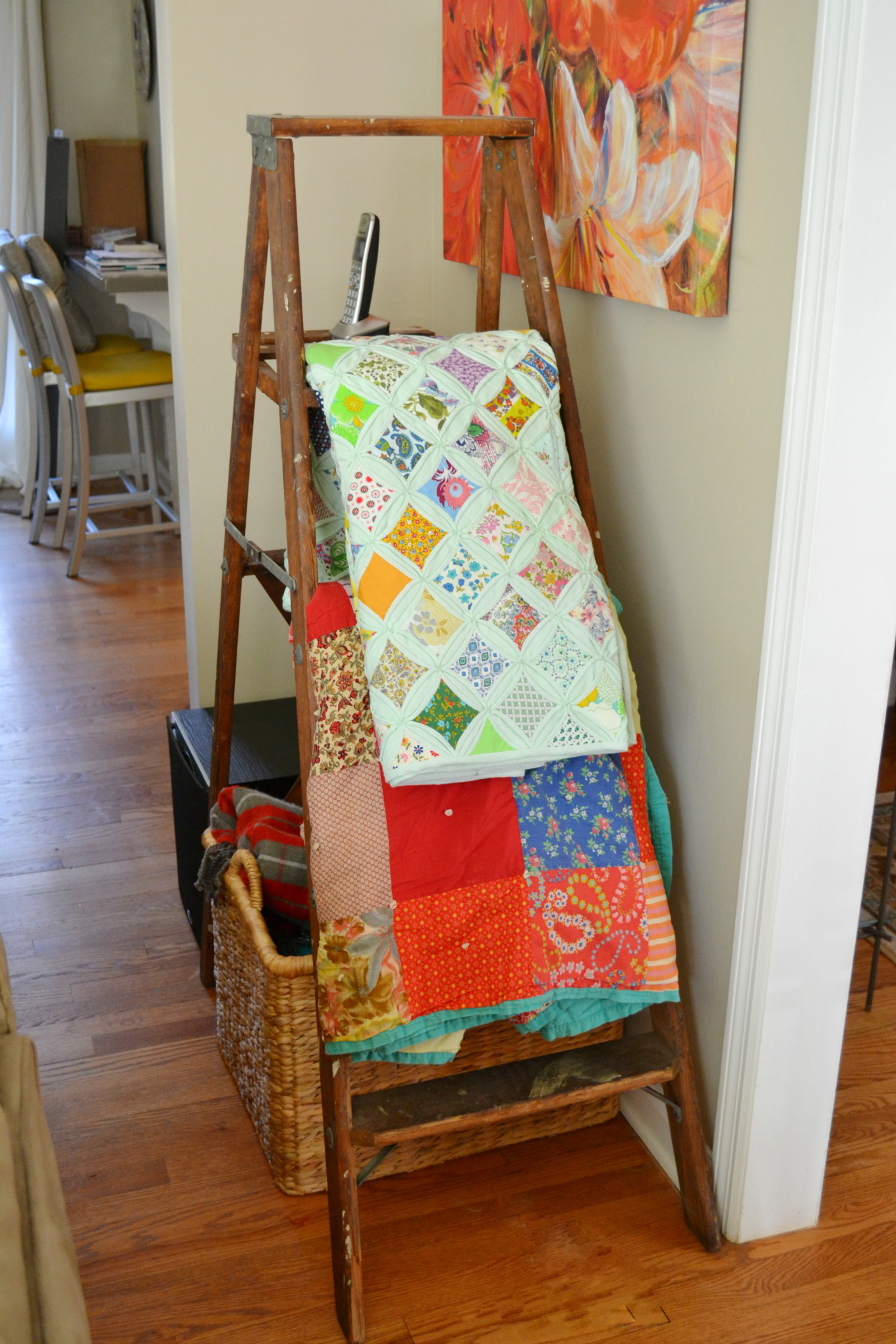 Vintage ladder to hold blankets and quilts in spring - thediybungalow.com