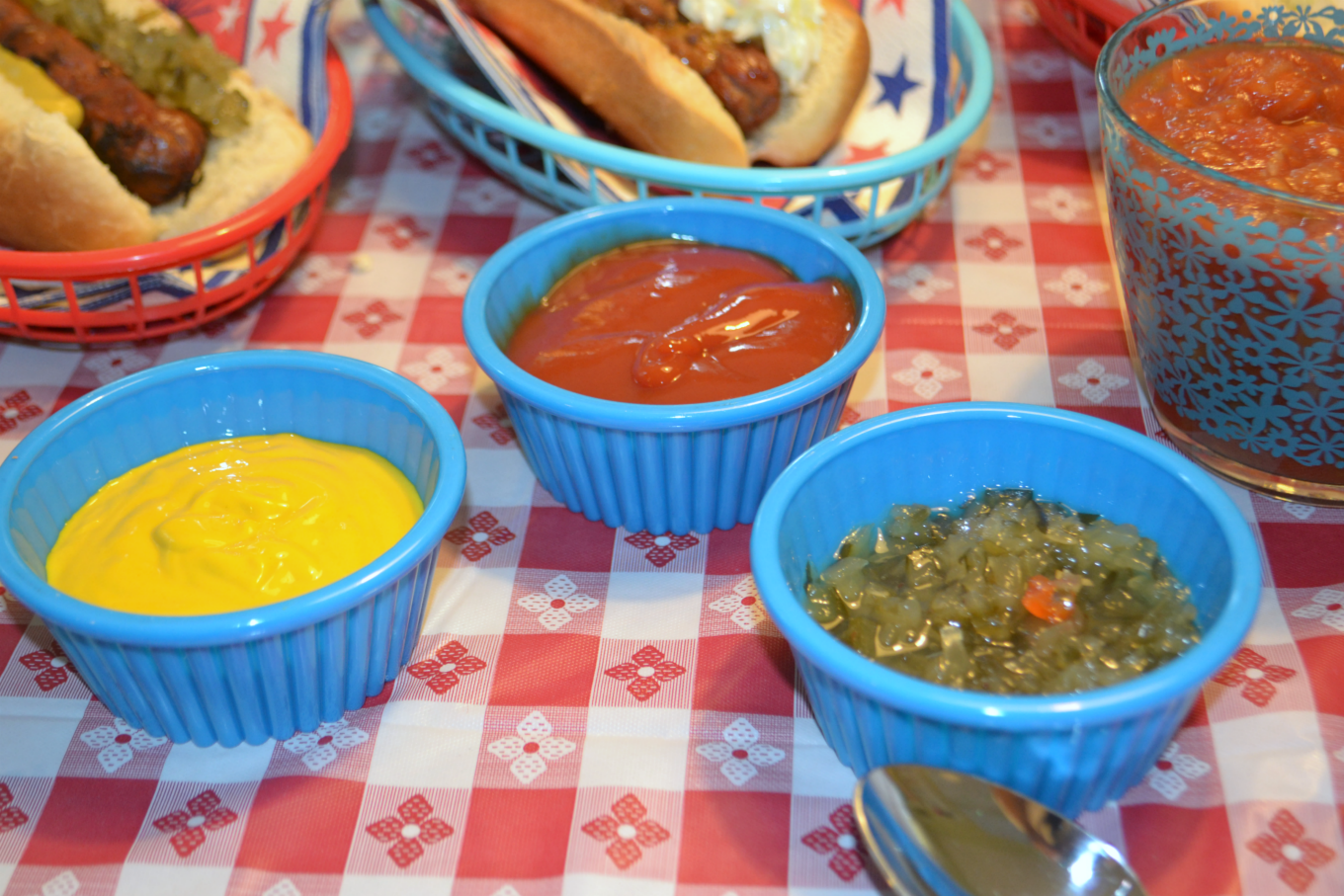 Classic condiments on the DIY hot dog bar - thediybungalow.com