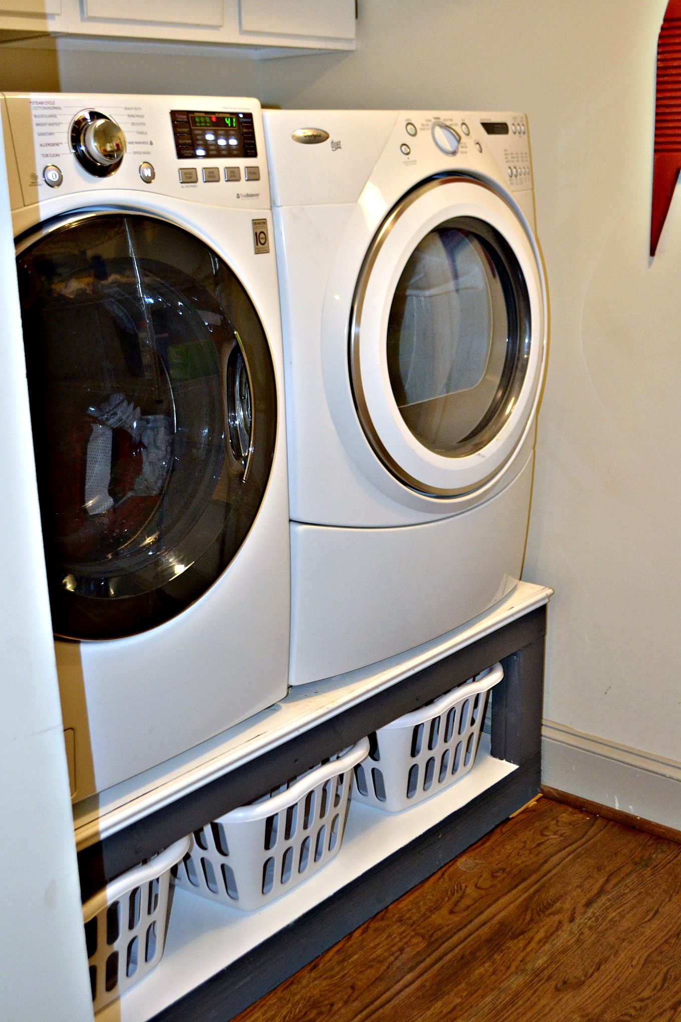 Build this DIY laundry room pedestal for the storage every laundry room needs - thediybungalow.com