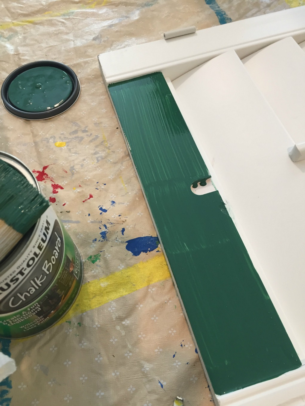 Paint shutters for message board with chalkboard paint - thediybungalow.com