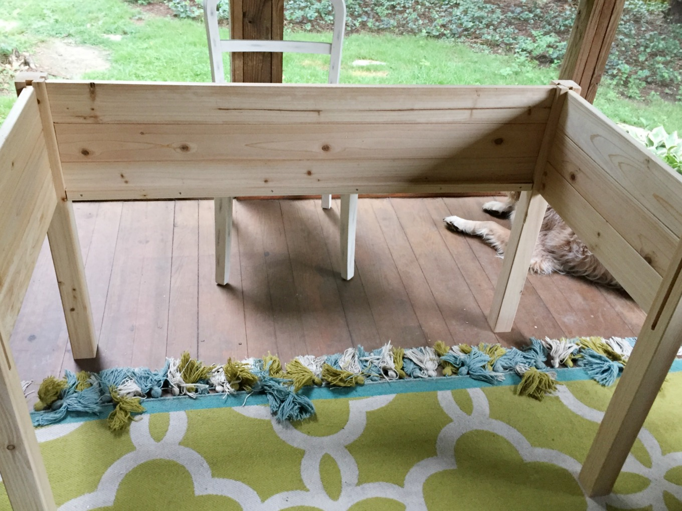 This raised garden bed kit could not have been easier to put together - thediybungalow.com