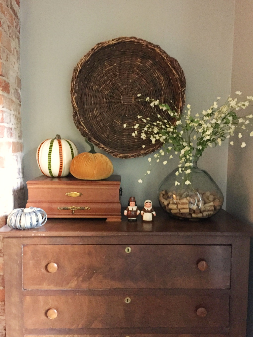 Pumpkins and pilgrims for fall decor - thediybungalow.com