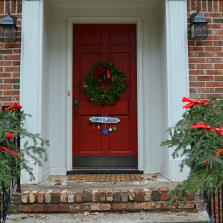 Front door looks festive with easy, free holiday garland - thediybungalow.com