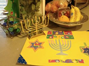 Check out these fun DIY menorah projects - thediybungalow.com